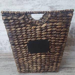 🔴NWT LG Hyacinth Basket Chalkboard Plate
